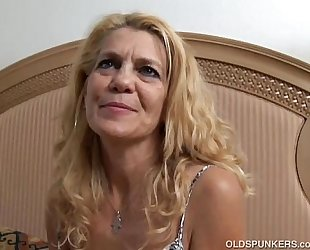 Lovely aged white lady lies back and copulates her wet cunt for u