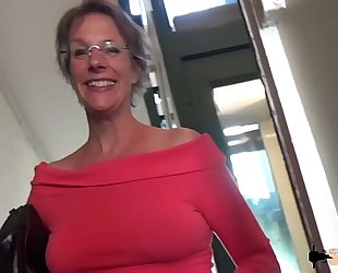 Rough anal-sex coupled with squirting in this manner cougar old woman