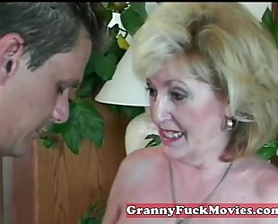 Experienced granny engulfing non-professional ramrod