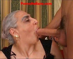 Granny hawt large dong italian - nonna scopa cazzo giovane e duro