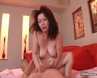 Thick mature non-professional amateur BBC slut can not live out of getting