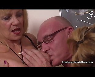 Younger nervous amateurs first threesome