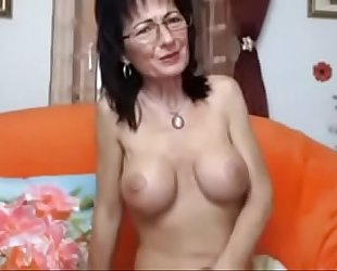 Amateur romanian milf sentimental herself in front of a catch cam on thexxxcams.com