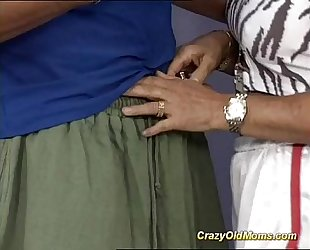 Muscle mommy likes sexy facial