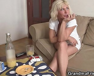 Threesome party with blond older widow
