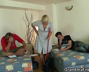 Two allies lure old doxy into threesome