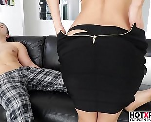 Sexy mamma alexis fawx gives worthwhile oral stimulation