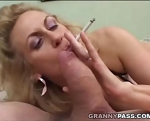 Smoking older gives fellatio to a chunky penis