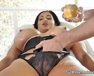 Huge bumpers cougar milf ava addams oiled up massage fuck