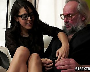Geek housewife carolina likes to fuck mature males