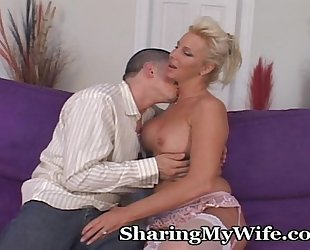 Older cheating wife wants younger penis to fill her desirous cookie