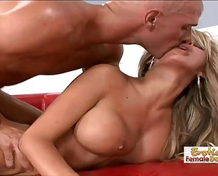 Stud tricks a sexy playgirl into fucking him