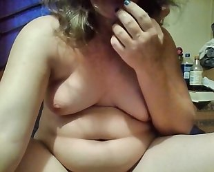 Amateur milf plays with toy on web camera