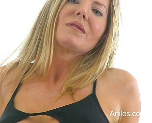 Bigtit cougar amber michaels punishes her trickling muff