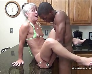 Camel toe kitchen - milf acquires facial