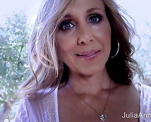 Superstar milf julia ann shows off her outstanding body